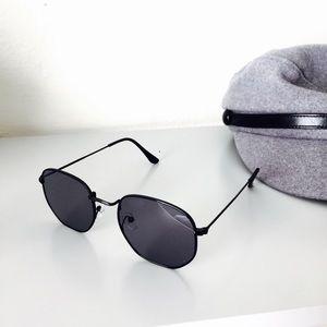 Retro Square Black Metal Frame Sunglasses